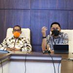 SIAPKAN PROGRAM: Plt Bupati Bandung Barat Hengki Kurniawan (kanan) didampingi Kepala Bappelitbangda KBB, Asep Wahyu saat rakor pembahasan RKPD 2022 yang fokus untuk pemulihan ekonomi.