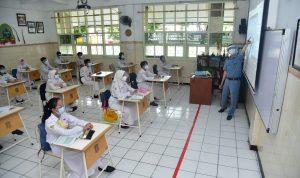 SIMULASI PTM: Hampir semua sekolah yang ada di Indonesia mulai melengkapi sarana prasarana penunjang agar sekolah bisa melaksanakan pembelajaran tatap muka yang rencananya bakal di mulai pada Juli mendatang.