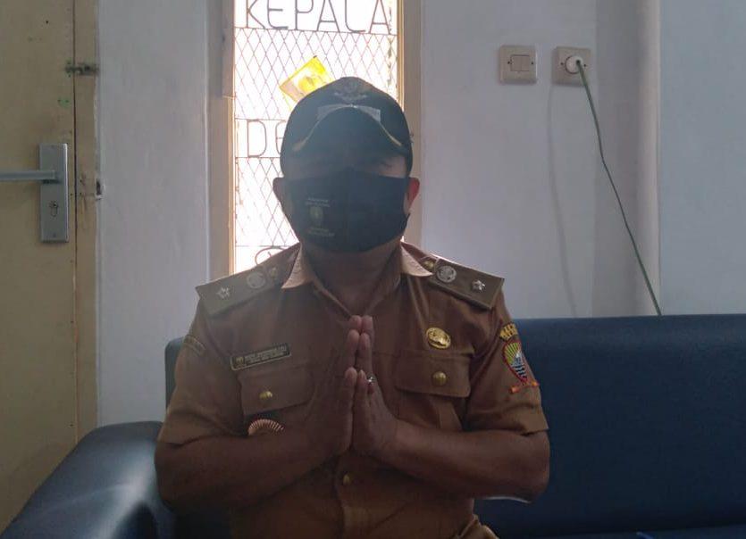 Kepala Desa (Kades) Cilayung, Dedeng Saefurohman saat ditemui Jabar Ekspres di tempat kerjanya, Selasa (25/5). Yanuar Baswata