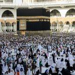 TERDAMPAK CORONA: Jemaah melakukan Tawaf al-Ifada, pada puncak peziarahan haji tahunan di Masjidil Haram di kota suci Mekkah, Arab Saudi. Merebaknya Virus Corona, berdampak pada penghentian sementara ibadah Umrah, dan ini pun dikhawatirkan menghalangi tahapan ibadah Haji musim 2020. (FIN)