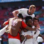Para pemain tim nasional Inggris berselebrasi seusai membobol gawang lawan. (@England/Twitte)