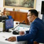 Gubernur Jawa Barat Ridwan Kamil Sedarg menerima laporan perkembangan virus varian delta.