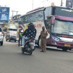 Situasi wilayah Kecamatan Jatinangor, Kabupaten Sumedang saat tim gabungan lakukan operasi Yustisi di depan kantor kecamatan pada Rabu (5/5) lalu. Yanuar Baswata
