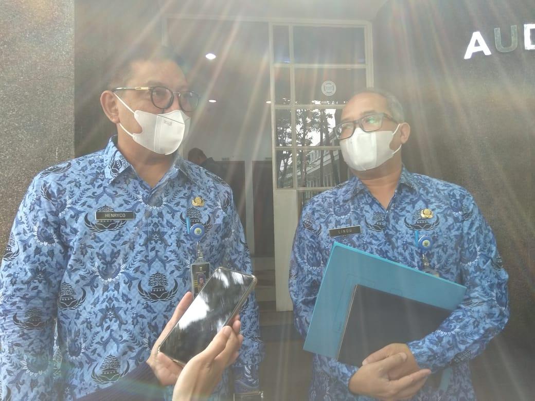 Kepala Bidang Pengembangan dan Pendapatan Daerah (BAPENDA) Kota Bandung, Lindu Prarespati (Kanan) dan Sekretaris Bapenda Henryco A Sapiie (Kiri)