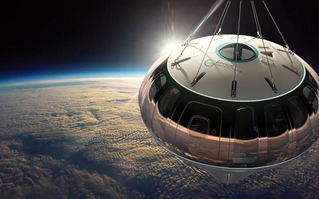 Konsepsi seorang seniman menunjukkan kapsul Spaceship Neptunus selama tur stratosfer Perspektif Luar Angkasa