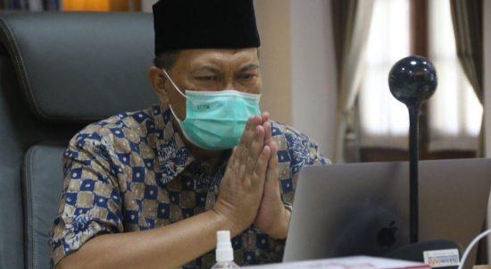 Wali Kota Bandung Oded M. Danial ketika berbicara melalu teleconference dengan para Nakes
