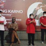 Menteri Sosial, Tri Rismaharini saat melakukan napak tilas jejak Soekarno di Kota Bandung, Rabu (2/6). (Nurrani Rusmana/Jabar Ekspres)