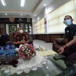 Kepala Kejaksaan Negeri Kabupaten Bandung, Paryono (kiri) bersama Kepala Seksi Perdata dan Tata Usaha Negara (Datun) pada Kejari Kabupaten Bandung, Noordien Kusumanegara.