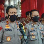 Kapolda Jabar, Irjen Pol Ahmad Dofiri (kiri) saat jumpa pers di Perumahan Buana Cicalengka Raya, Kecamatan Cicalengka, Kabupaten Bandung, Jumat (4/6). (Yanuar Baswata/Jabar Ekspres)