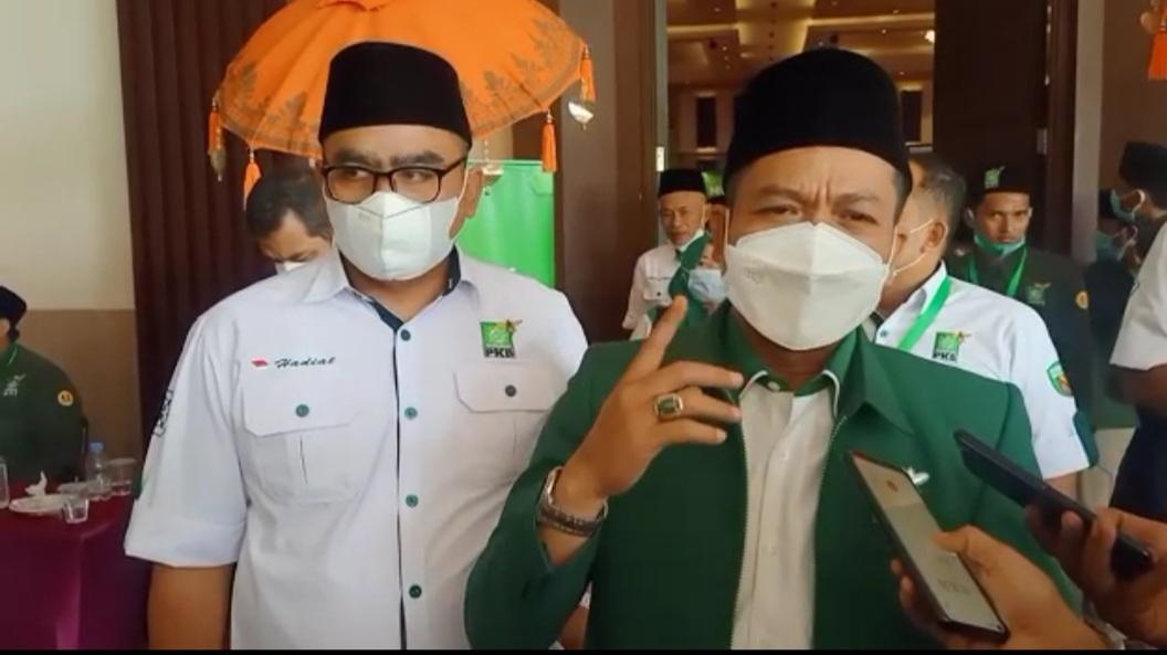 Ketua DPC PKB Kabupaten Bandung, Dadang Supriatna (kanan).