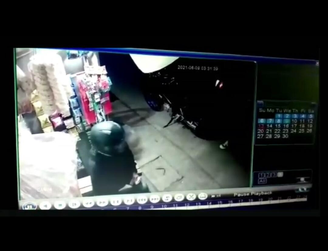 TANGKAPAN CCTV: Detik-detik aksi perampokan di warung KBB.