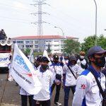 AKSI MASSA: Ratusan buruh menggereduk kantor Pemda KBB.