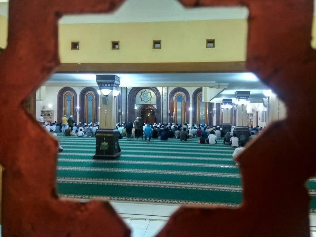 Ilustrasi pelaksanaan kegiatan salat berjamaah di masjid KBB.