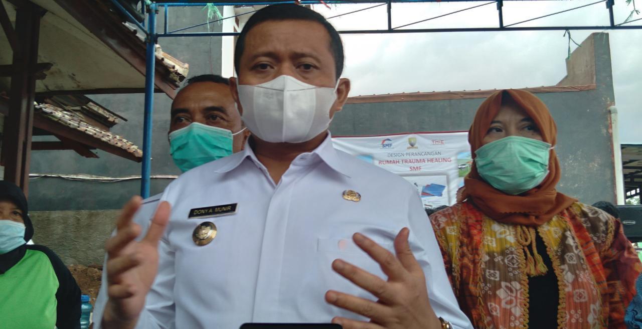 Bupati Sumedang Dony Ahmad Munir, saat ditemui Jabar Ekspres di Kecamatan Cimanggung, Kabupaten Sumedang pada Rabu (16/6). (Yanuar Baswata/Jabar Ekspres)