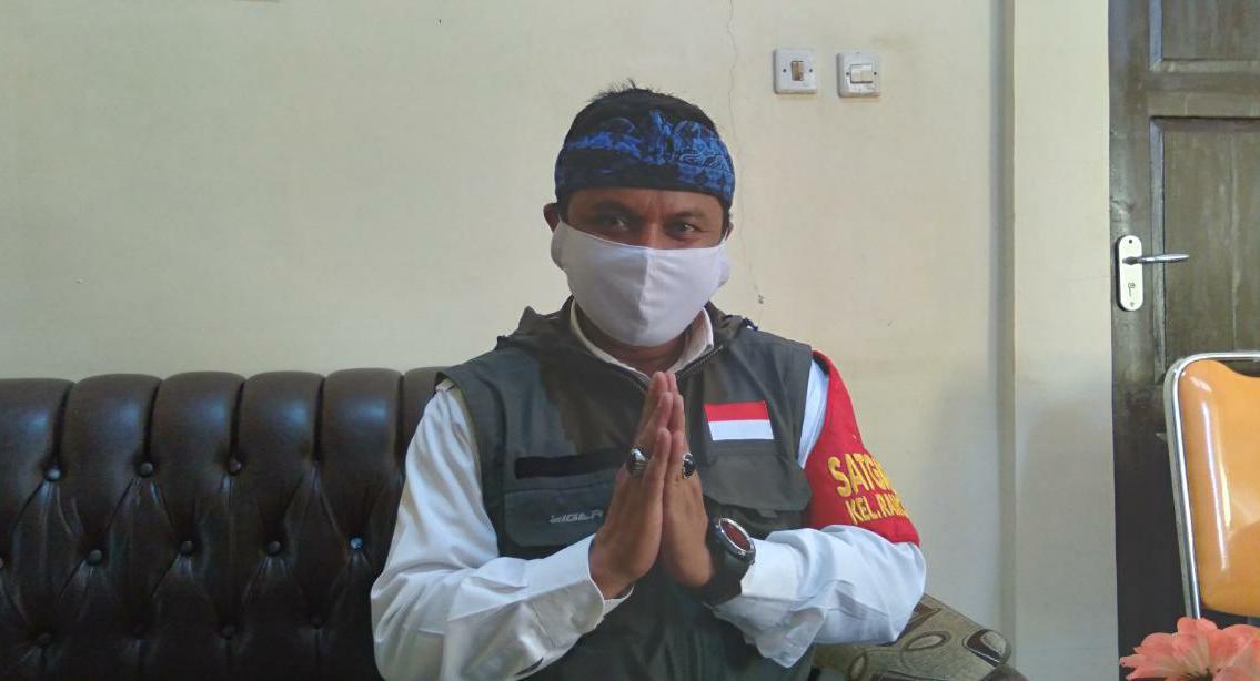 Lurah Rancaekek Kencana, Irwan Hardiansyah saat ditemui Jabar Ekspres di tempat kerjanya pada Rabu (21/4) lalu. Yanuar Baswata/Jabar Ekspres.