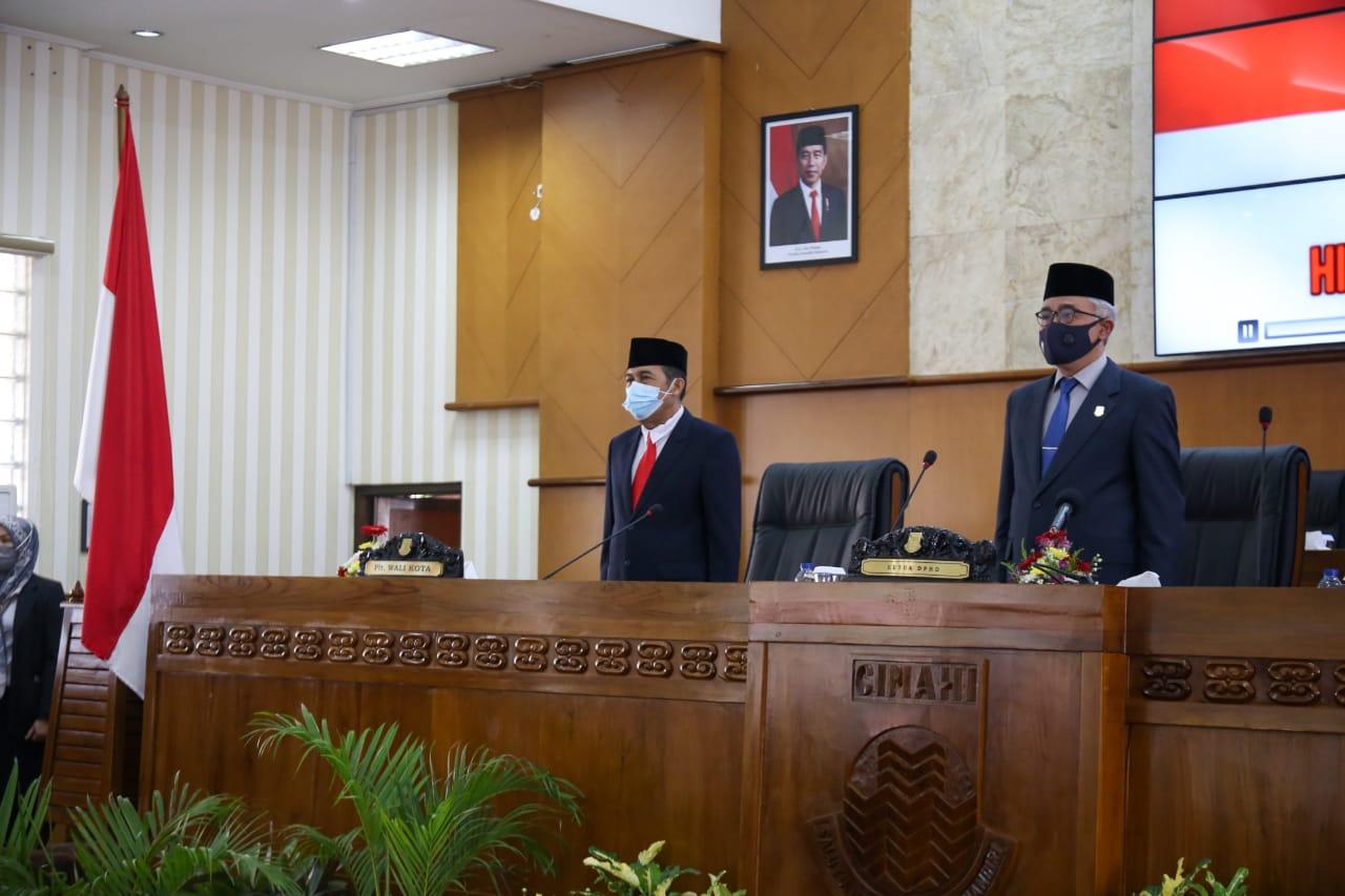 Plt. Wali Kota Cimahi, Ngatiyana (kiri) dengan Ketua DPRD Cimahi, Ir. H. Achmad Zulkarnain (kanan) dalam acara Rapat Paripurna, Senin (21/6). (Intan Aida/Jabar Ekspres).