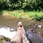 BERWISATA: Pengunjung menikmati objek wisata alam di Kabupaten Bandung Barat. (Ilustrasi)