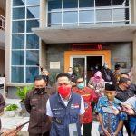 Plt Bupati KBB, Hengky Kurniawan saat meninjau pelaksanaan vaksinasi Covid-19 di Desa Kertajaya, Padalarang.