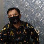 Sekretaris Desa Margaasih, Ayi Sutisna saat ditemui di ruang kerjanya, Kamis (24/6). (Yanuar Baswata/Jabar Ekspres)