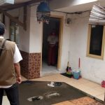 Tim Satgas Penanganan COVID-19 Kelurahan Baros Tengah lakukan pemantauan terhadap pasien yang jalani isolasi mandiri.