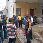 Pihak berwenang mendatangi area lokasi tempat kejadian perkara ditemukannya seorang warga meninggal.