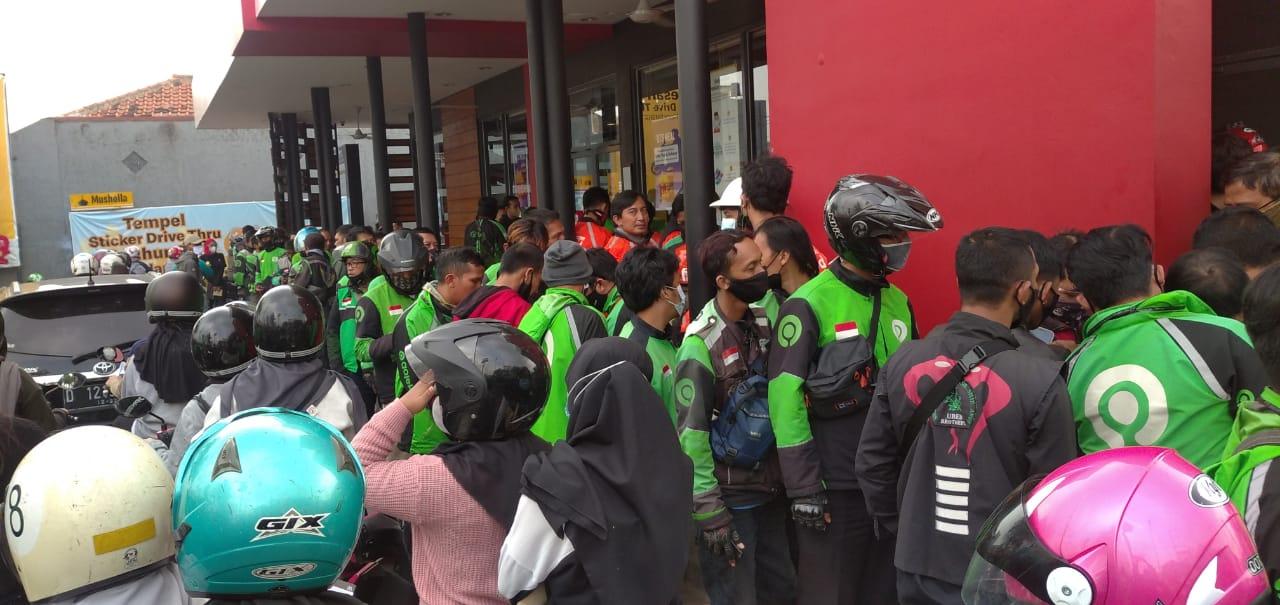 Kerumunan karena order BTS Meal di McD Cimahi