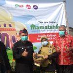 Wali Kota Bandung, Oded M Danial foto bersama Kepala DKPP Kota Bandung, Camat Antapani, Ketua DKM Masjid Kalijaga dan Ketua RW 01. (Foto: Nurrani Rusmana)