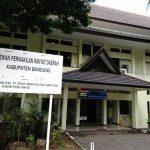Kantor DPRD Kabupaten Bandung tampak kosong saat penerapan lockdown di gedung tersebut.