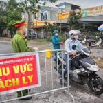 Petugas di Vietnam berjaga-jaga di masa social distancing beberapa waktu lalu. Foto: VNA/VNS Photo Danh Lam.