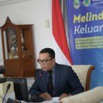 Gubernur Jabar Ridwan Kamil ketika mengadakan teleconference dengan puluhan pengusaha untuk menggalang donasi