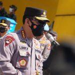Kapolri Jendral Pol. Listyo Sigit Prabowo meninjau pelaksanaan vaksin di SOR Arcamanik Kota Bandung