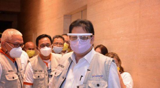 Menteri Koordinar Bidang Perekonomian Arlangga Hartarto usai menggelar rapat terbatas (ratas)