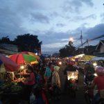 Pedagang Kaki Lima di sepanjang jalan Cikutra, Kelurahan Cicadas kerap menimbulkan kerumunan dan kemacetan jalan..