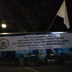 Pedagang Kaki Lima di kawasan Cikapundung sudah mengibarkan bensera putih sebagai bentuk protes terhadap kebijakan pemerintah (foto: FB)