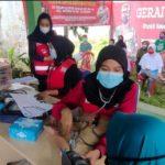 Petugas PMI yang diperbantukan jadi tenga kesehatan