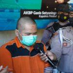 Aktivis antinarkoba yang mengeklaim khilaf mengonsumsi sabu-sabu selama dua bulan. Foto: Humas Polres Pelabuhan Tanjung Perak.