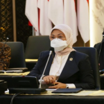 Ida Fauziyah juga meminta semua pihak harus mengupayakan agar dalam situasi ini tidak menyebabkan PHK antara pengusaha dengan pekerja/buruh. Foto: Kemnaker.