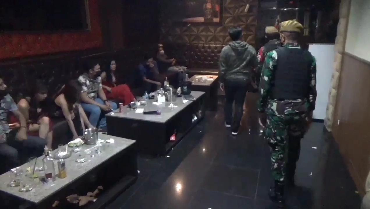 Tempat Hiburan Malam Retro Karaoke yang melanggaran Prokes setelah PPKM Darurat diberlakukan