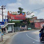Arus lalulintas di kawasan wisata Lembang, KBB, terpantau sepi di sela penerapan PPKM darurat.