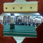 Ilustrasi kegiatan salat berjamaah di masjid di wilayah KBB.