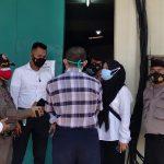 Tim gabungan saat lakukan sidak ke PT Seho Mamkur Industri di Dwi Papuri, Desa Mangunarga, Kecamatan Cimanggung, Kabupaten Sumedang pada Senin (12/7). (Yanuar Baswata/Jabar Ekspres)
