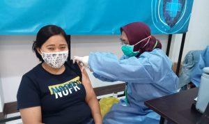 Vaksinasi massal di Hotel Karang Setra.