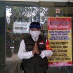 Lurah Rancaekek Kencana, Irwan Hardiansyah di kantor kelurahan pada Minggu (18/8). (Yanuar Baswata/Jabar Ekspres)