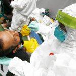 ILUSTRASI: Tenaga kesehatan melakukan swab tes antigen. (Istimewa)