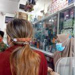 BUKA: Toko elektronik beroperasi dan melayani pembeli.