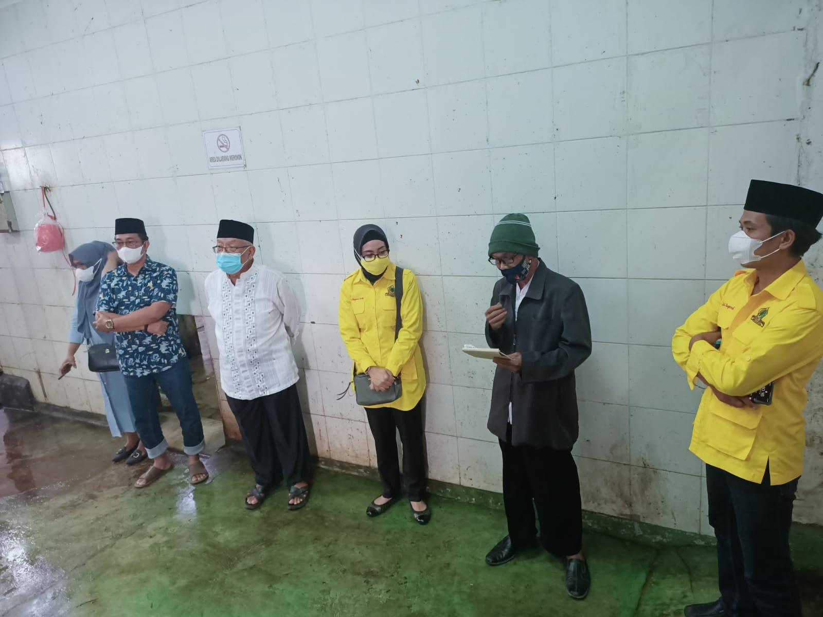 Plt Ketua DPD Partai Golkar Kabupaten Bandung Barat, Cucu Sugyati (tengah).