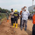 Wakil Wali Kota Bandung, Yana Mulyana saat berada di lokasi penanaman pohon.