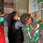 Pemasangan stiker kontak pelayanan Disdamkar Kabupaten Bandung.