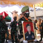 Prosesi pemakaman mantan Bupati Bandung, R.H Lily Sumantri.