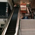 GELAP: Pasar Baru Trade Center mematikan lampu sementara.